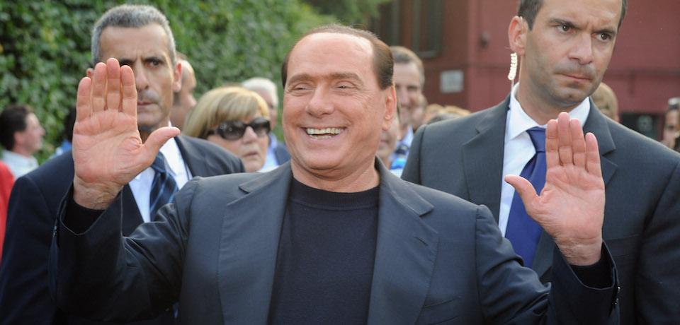 """La foto di Silvio Berlusconi, nell'articolo """"Buon compleanno Mr. Bunga Bunga"""" di Kavitha Surana, sulla rivista Foreign Policy"""