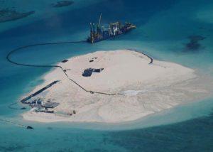 Il Johnson South Reef dopo l'inizio dei lavori. Immagine delle forze armate filippine.