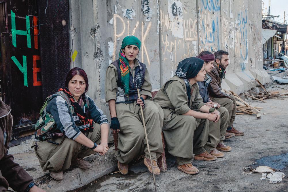 Un'unità delle forze del PKK che ha combattuto nell'area di Sinjiar da quando questa è caduta sotto il controllo dell'Isis 2016 © Andrea Dicenzo