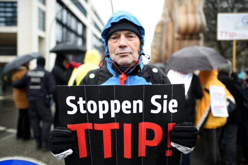 Manifestazione contro il TTIP a Berlino. Credits: TOBIAS SCHWARZ/AFP/GETTY IMAGES - TTIP spiegato 3