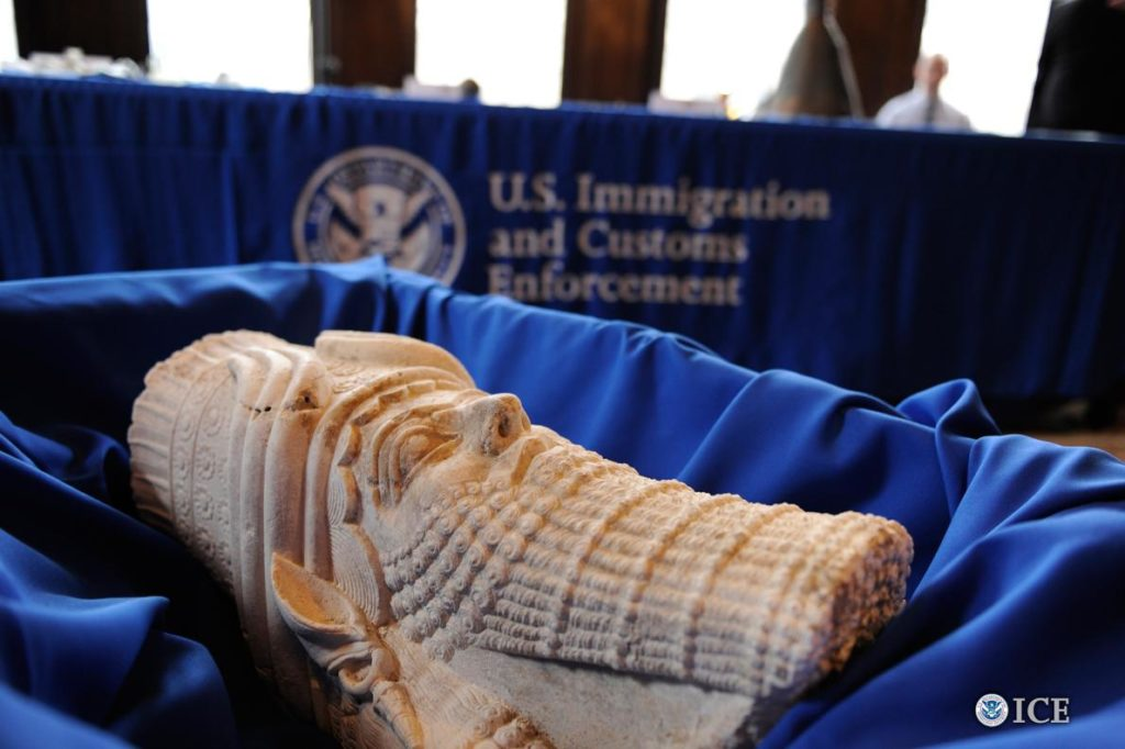 Un manufatto sumero recuperato dall'Fbi e restituito all'Iraq nel 2015 - credits: Kelly Lowery / U.S. Immigration and Custom Enforcement
