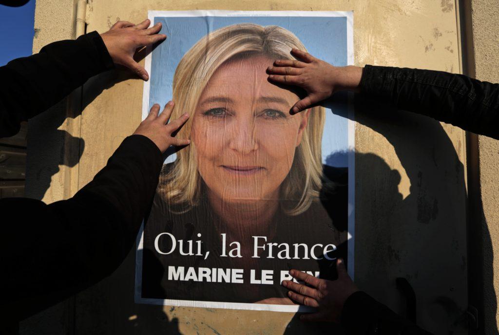 Un manifesto elettorale del Front National - REUTERS / Eric Gaillard
