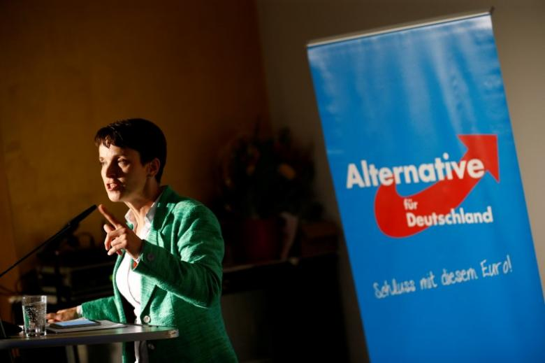 Frauke Petry, presidente del partito anti-immigrazione Alternativa per la Germania (AfD) mentre partecipa ad un evento il 16 settembre 2016 a Berlino - REUTERS / Axel Schmidt