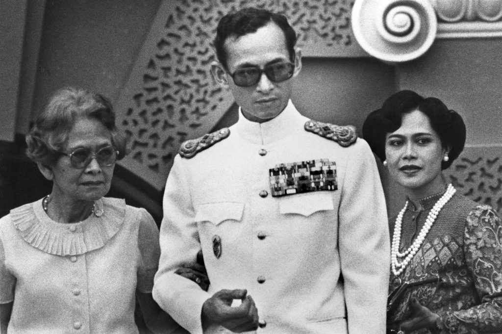Il Re Bhumibol Adulyadej in una foto del 1982 - credits: Thierry Falise / LightRocket via Getty Images