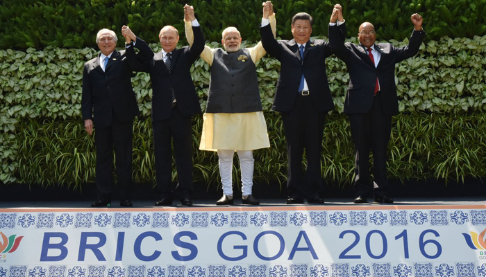 Foto di gruppo del summit di Goa, in India - credits: via Twitter / @narendramodi