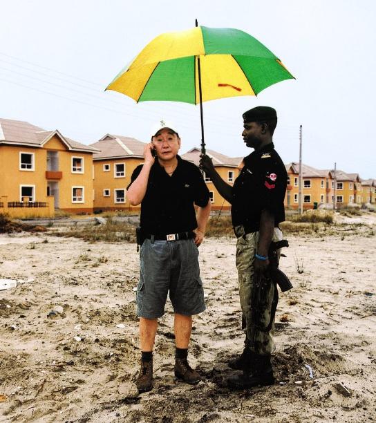 "Copertina del libro ""China en africa: pekin a la conquista del continente africano"" di Serge Michel; Michel Beuret / Alianza Editorial, 2009"
