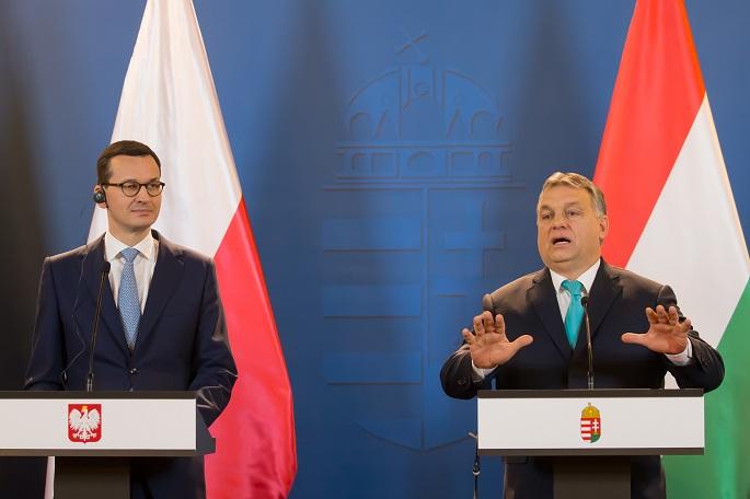 Da sinistra il primo ministro polacco Mateusz Morawiecki con il premier ungherese Viktor Orban / © Xinhua/Attila Volgyi