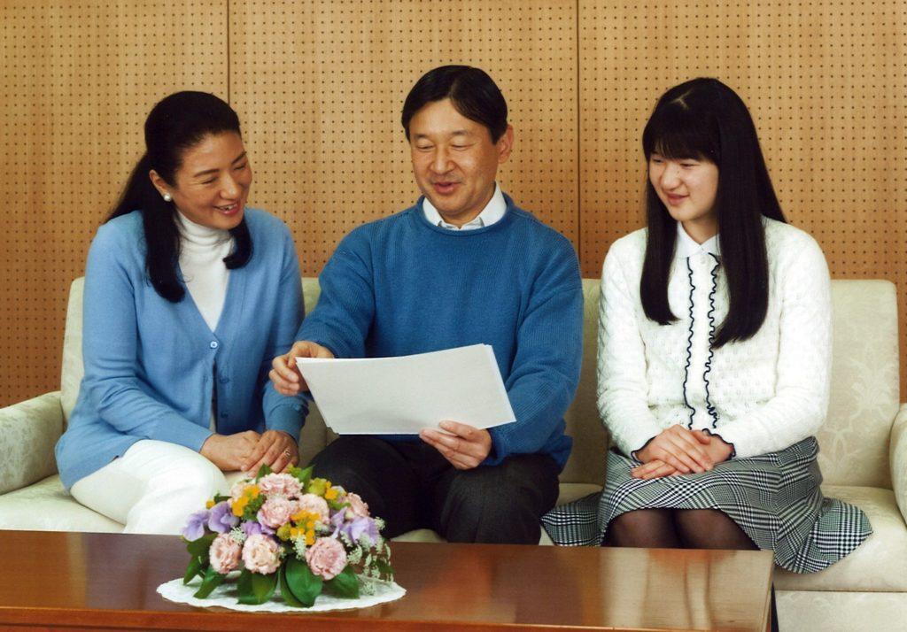 Giappone, il principe ereditario Naruhito, con la moglie Masako e la figlia Akio