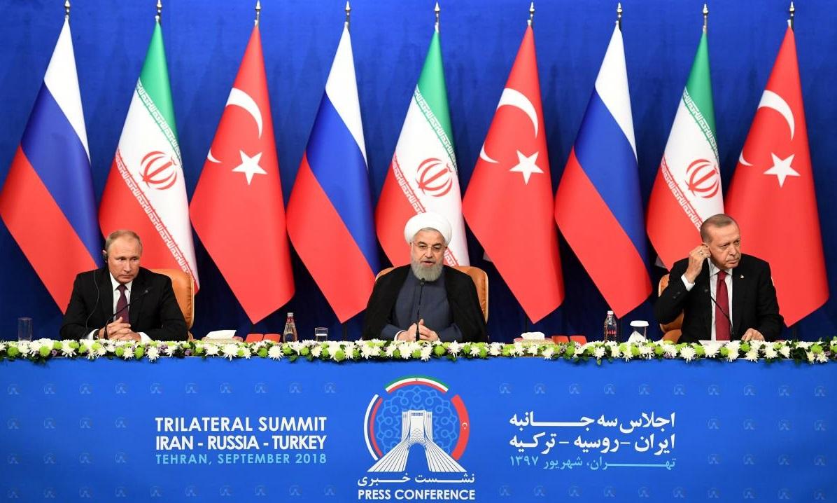 I presidenti Vladimir Putin, Hassan Rouhani e Tayyip Erdogan alla conferenza stampa dopo il vertice di Teheran, Iran, 7/09/2018. Credits to: Kirill Kudryavtsev/Pool via Reuters.